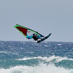 Windsurf en una playa en Kahului