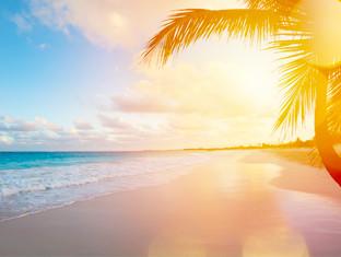 Un hermoso atardecer en la playa