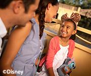 Una madre, un padre y su hija pasando tiempo juntos enWalt Disney World.